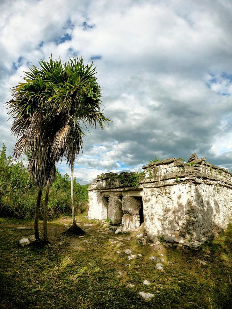 Templo maya en los canales de Sian Ka'an